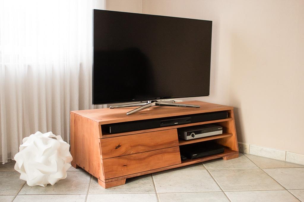 TV-Schrank aus Birne