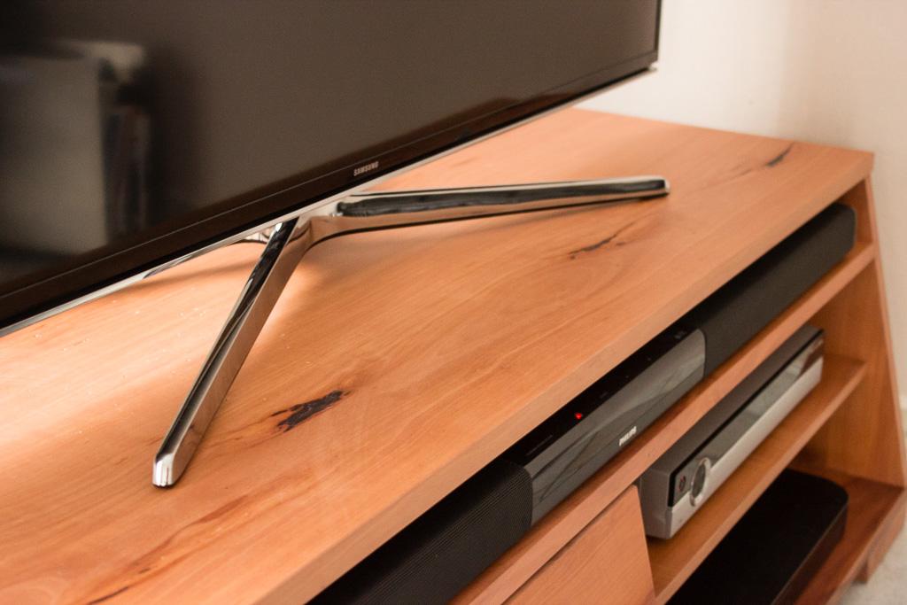 tv schrank aus birne. Black Bedroom Furniture Sets. Home Design Ideas